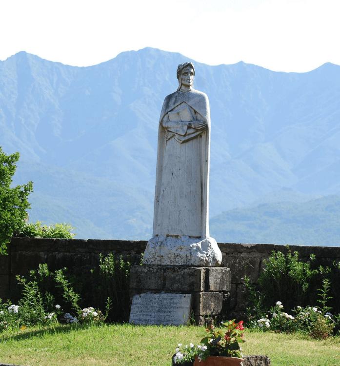 i 700 anni della divina commedia Dante statua